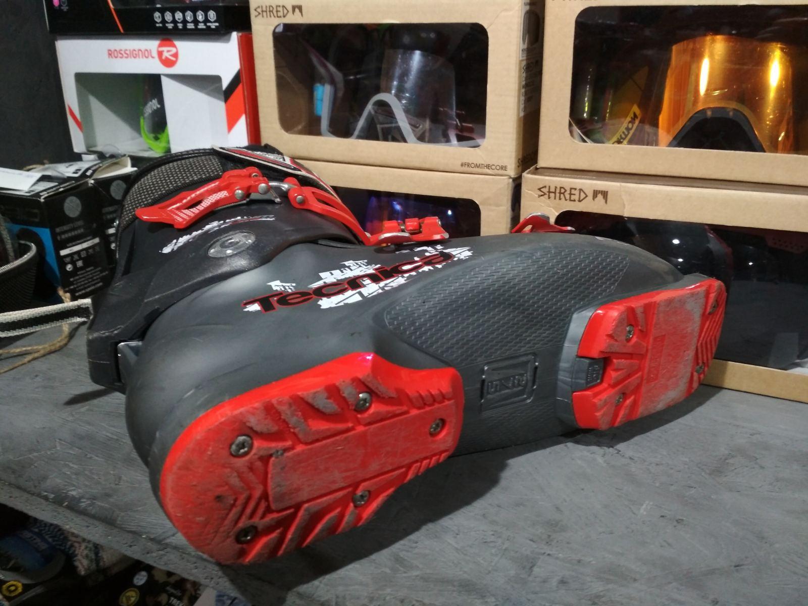 Горнолыжные ботинки Tecnica Magnum 90 RT Б/У